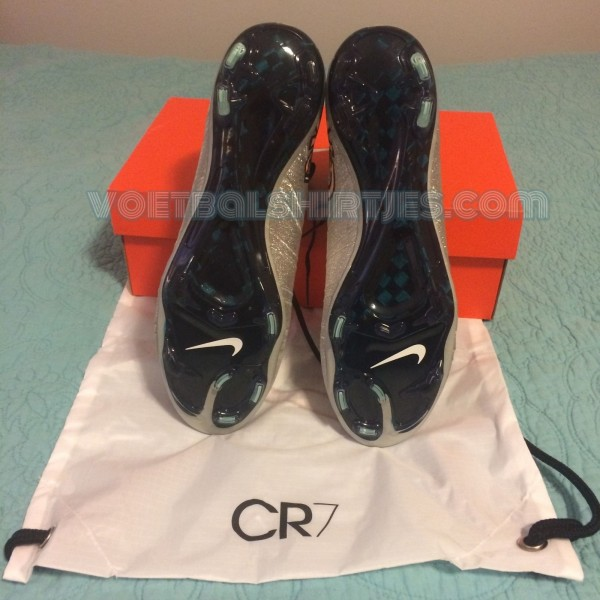 CR7 football boots silver 2015
