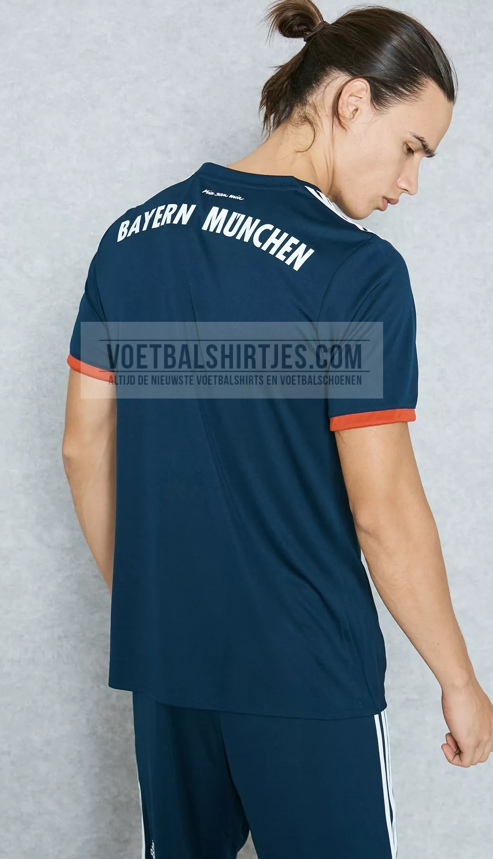 ayern Munchen 17-18 away kit