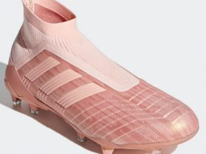 roze voetbalschoenen